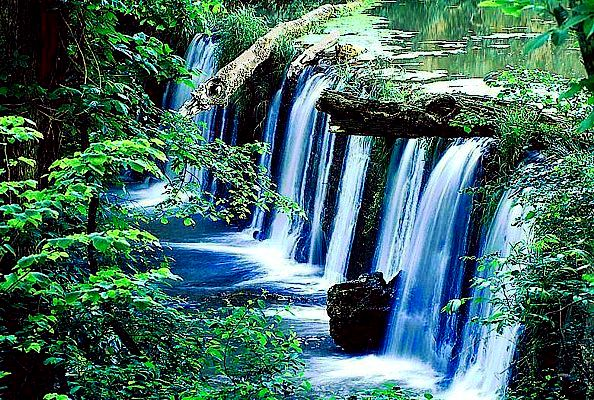 Picture of an Ozark Mountains waterfall.